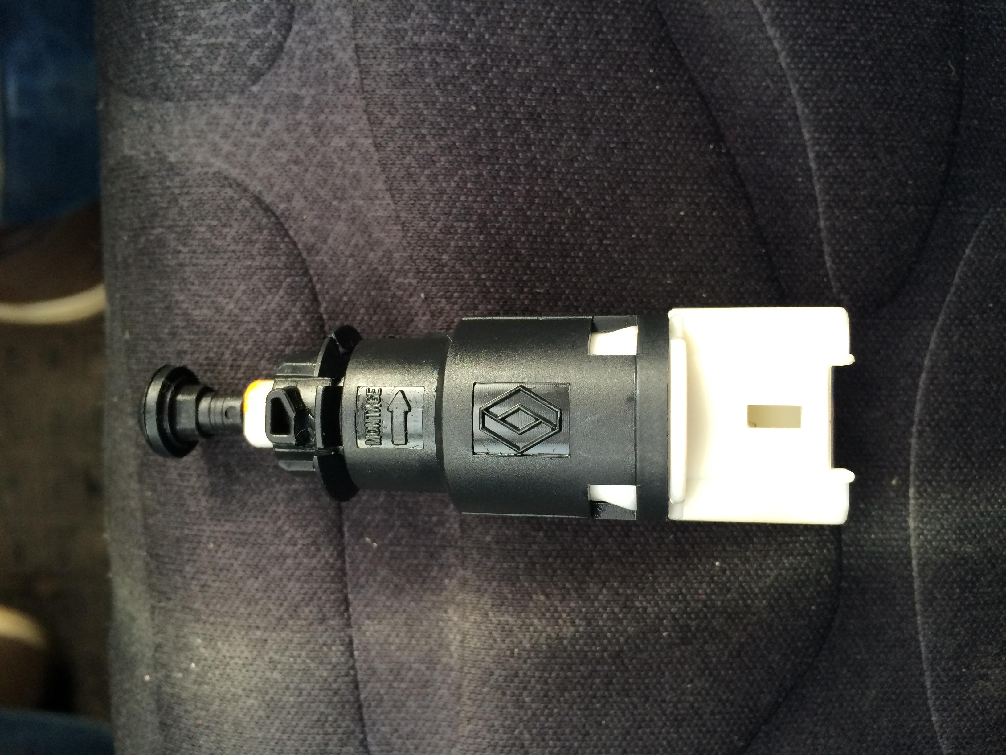 выключатель стоп сигнала renault symbol