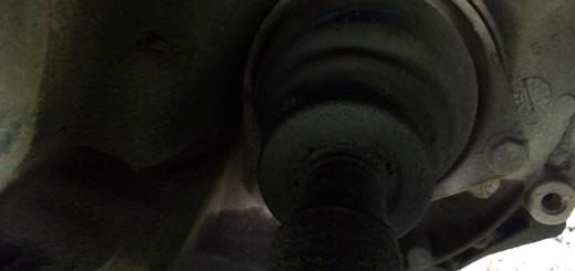 Сопливит сальник левого внутреннего привода